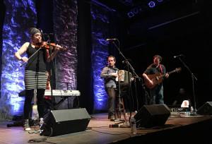 Solas performing